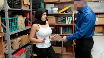 Arab Ella Knox shoplyfting