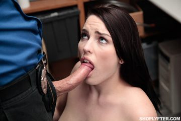 Raven Reign takes a cock in her mouth