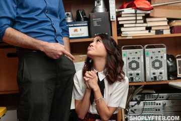 shoplyfter_jasmine_grey