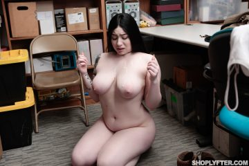 Sexy babe Amilia Onyx got some skeet on her tits